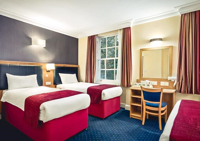Standard Quad Double Bed Single Bed Room In Days Inn London Hyde Park Hotel